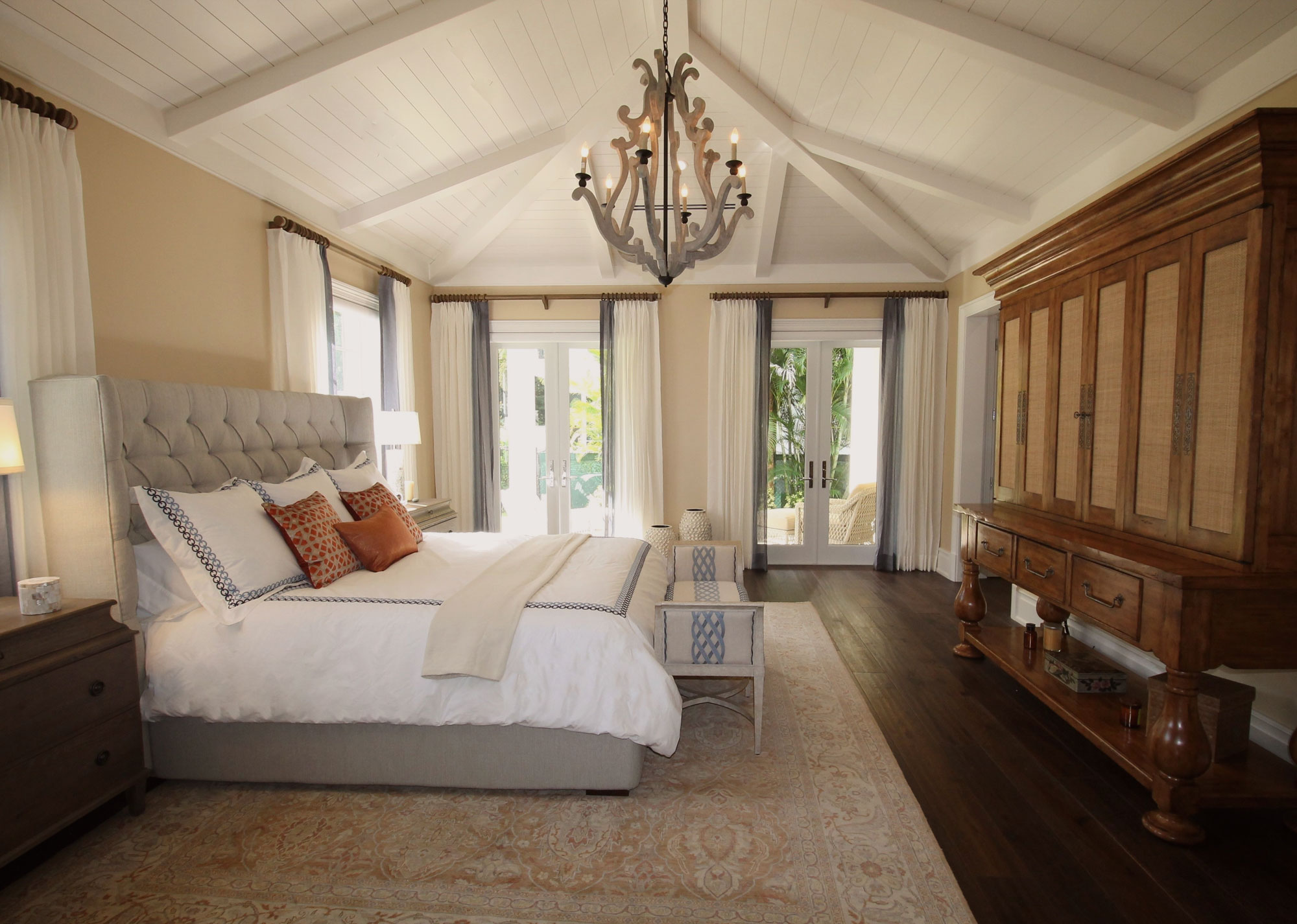 Bed room with High Ceiling